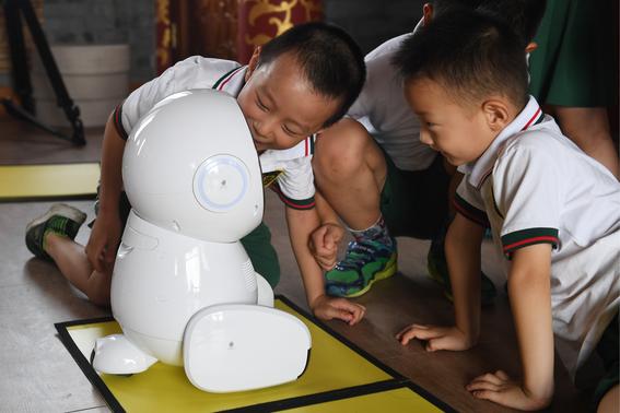 maestros robot llegan a las escuelas en china 1