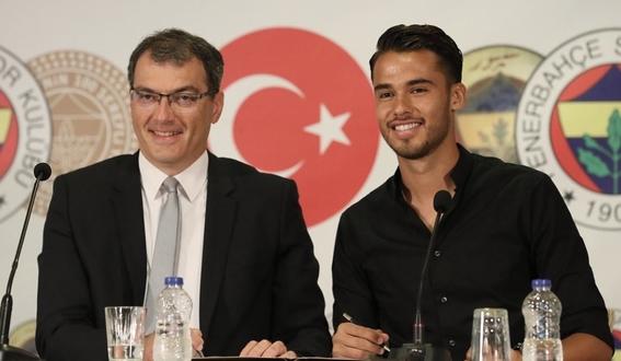 diego reyes es presentado con el fenerbahçe 1