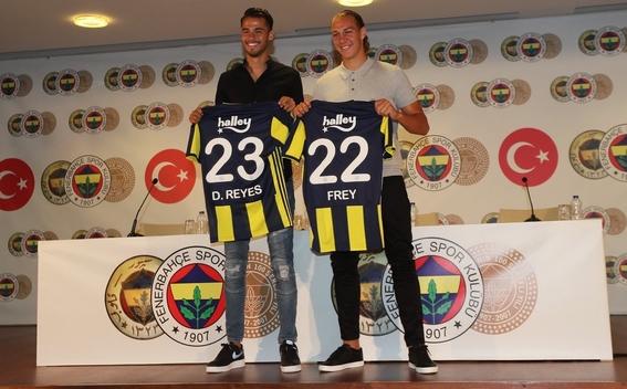 diego reyes es presentado con el fenerbahçe 2