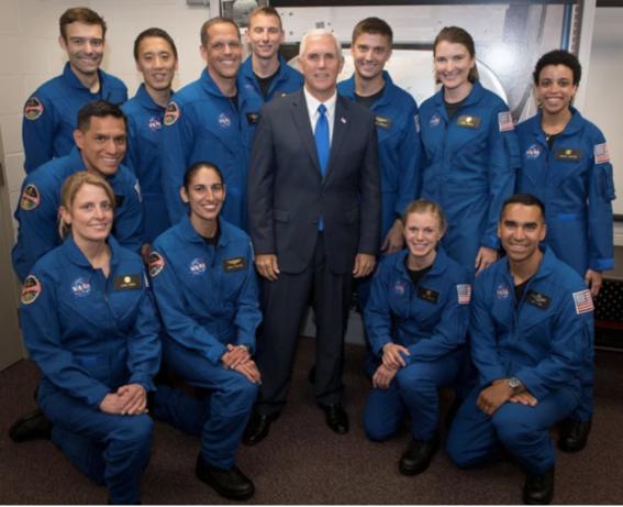 renuncia astronauta de la nasa en cincuenta anos 1