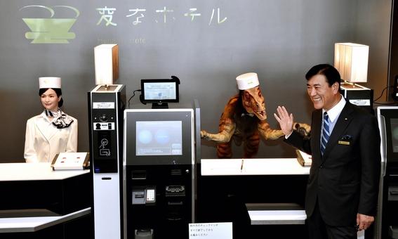 hotel de japon donde los recepcionistas son robots dinosaurios 1