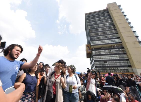 miles de estudiantes unam ipn marchan contra porros 1