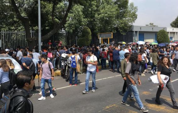 miles de estudiantes unam ipn marchan contra porros 3