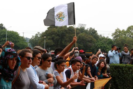 miles de estudiantes marchan en ciudad universitaria 1