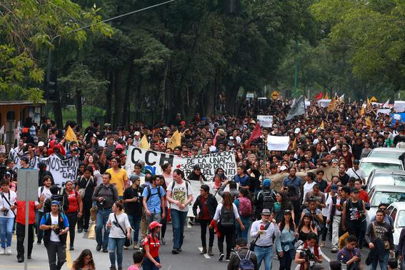 miles de estudiantes marchan en ciudad universitaria 2