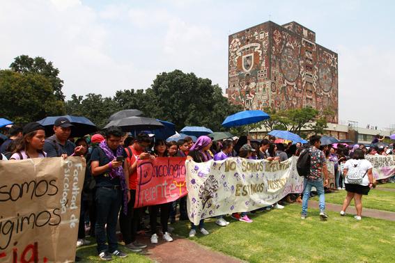 miles de estudiantes marchan en ciudad universitaria 3