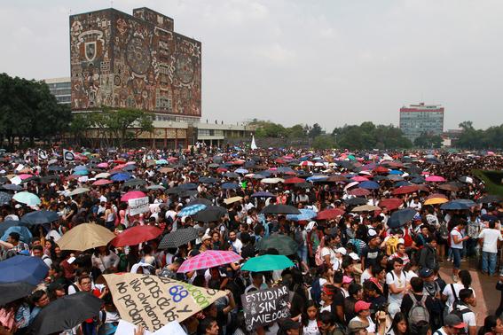 miles de estudiantes marchan en ciudad universitaria 5
