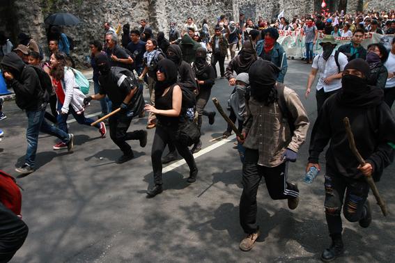 miles de estudiantes marchan en ciudad universitaria 6