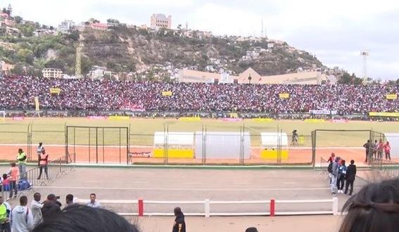 estampida en estadio de madagascar deja un muerto y heridos 1