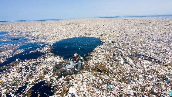 ocean cleanup enorme tubo para limpiar el oceano 1