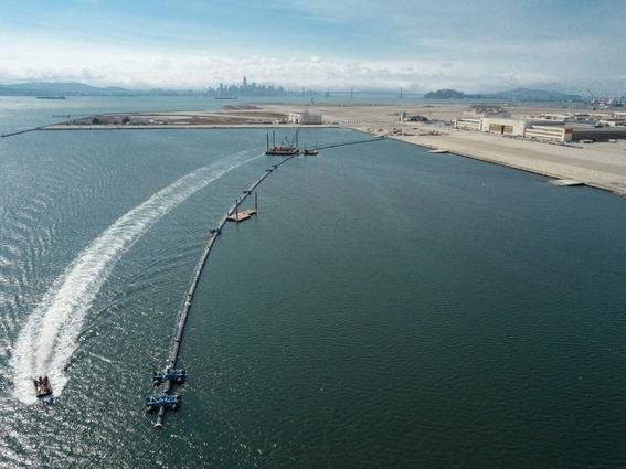 ocean cleanup enorme tubo para limpiar el oceano 2