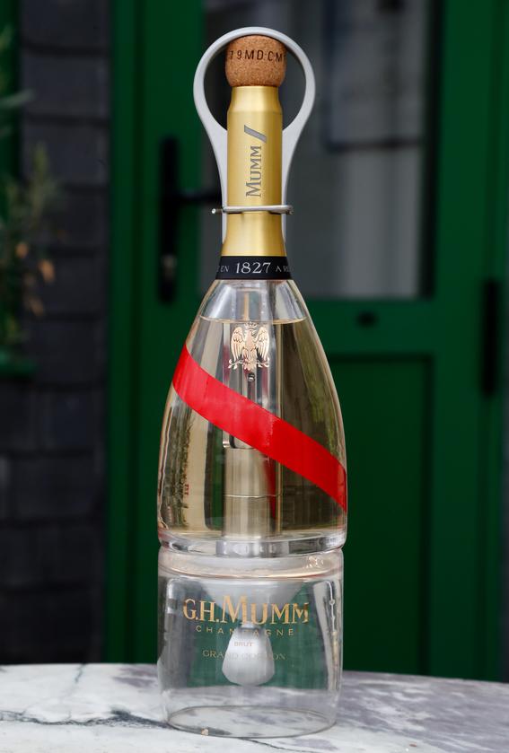 botella de champan mumm grand cordon stellar 3