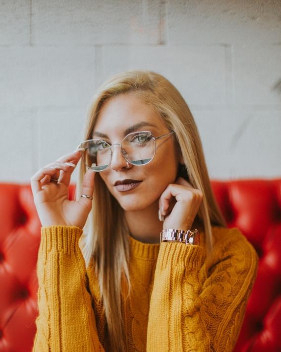 peinados sencillos para las chicas con lentes 5