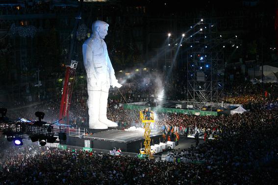 el coloso figura de celebracion del bicentenario de la independencia de mexico 1
