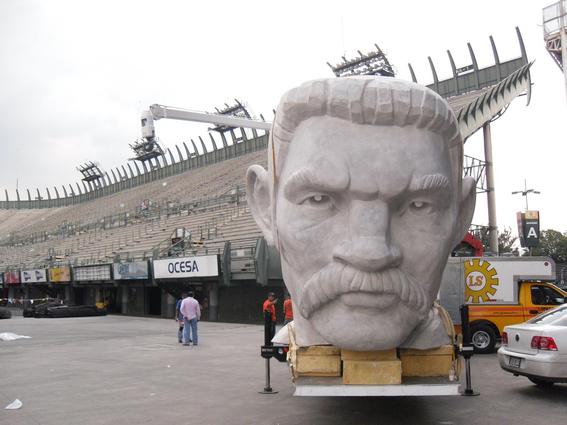 el coloso figura de celebracion del bicentenario de la independencia de mexico 3