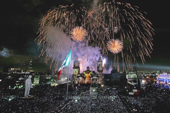 el coloso figura de celebracion del bicentenario de la independencia de mexico 6