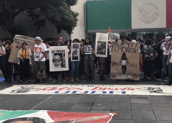 miles de estudiantes en la marcha del silencio 2