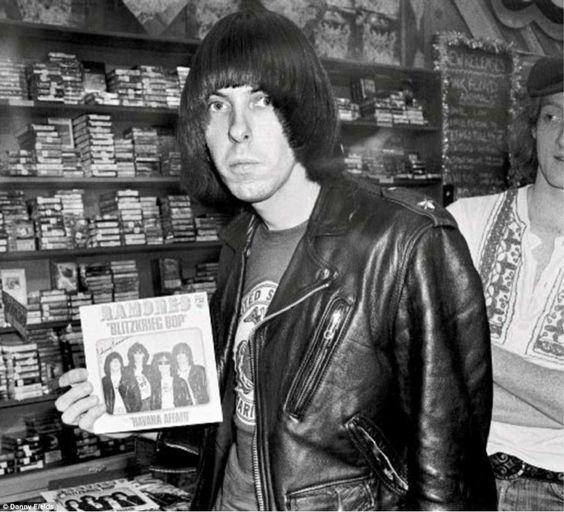 fotografias de johnny ramone el icono del punk rock 17