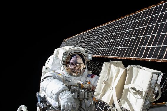 mitos de la vida astronautas en el espacio 6