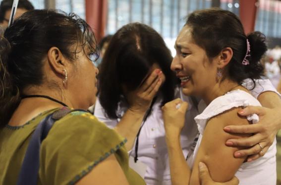 amlo se reune con victimas de violencia en foro paz 2