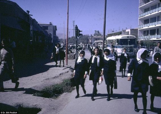 fotos de mujeres en afganistan antes de los talibanes 1