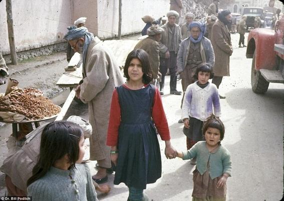 fotos de mujeres en afganistan antes de los talibanes 3