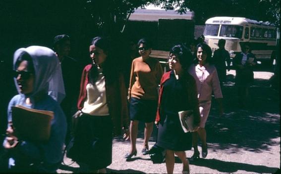 fotos de mujeres en afganistan antes de los talibanes 12