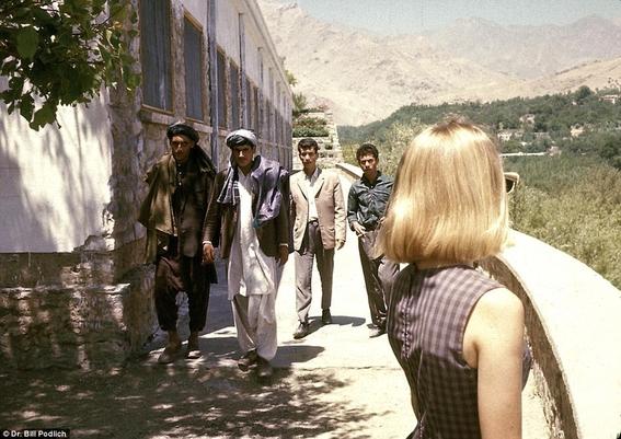 fotos de mujeres en afganistan antes de los talibanes 5