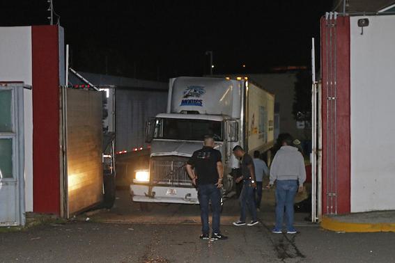 trailer con 157 cuerpos en jalisco 2