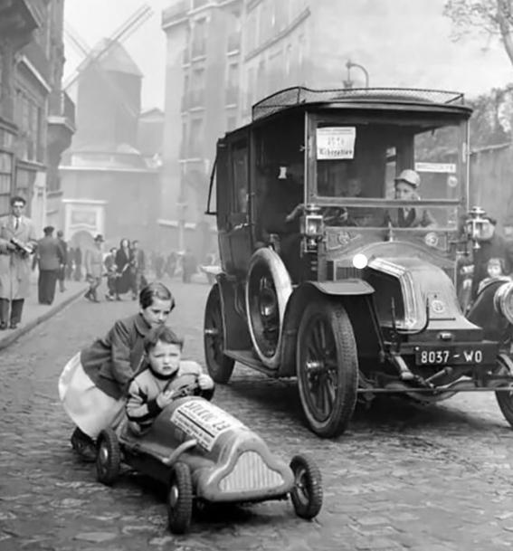 photos of paris in the 20s 21