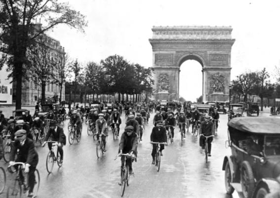photos of paris in the 20s 13