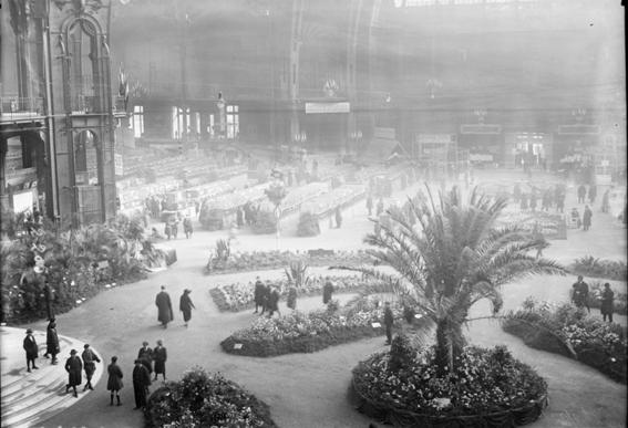 photos of paris in the 20s 8
