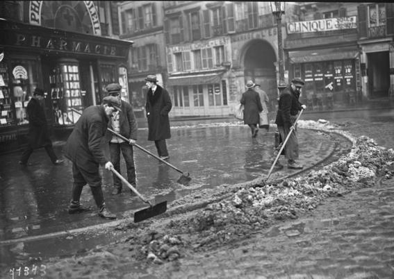 photos of paris in the 20s 1