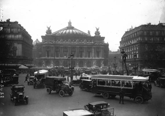 photos of paris in the 20s 2