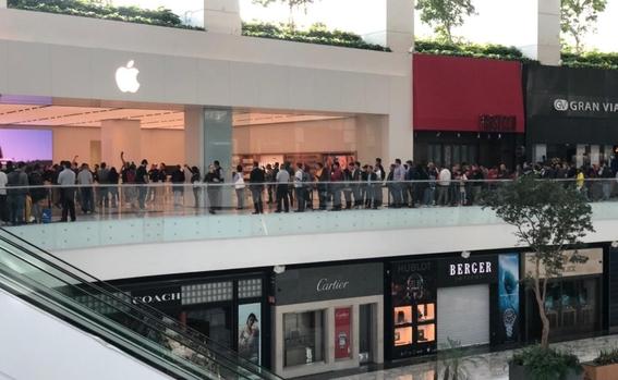 Mexicanos agotan iPhone XS más caro en tienda de Apple