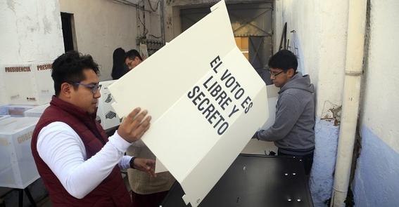 camion que transporta votos puebla se descomopone 1