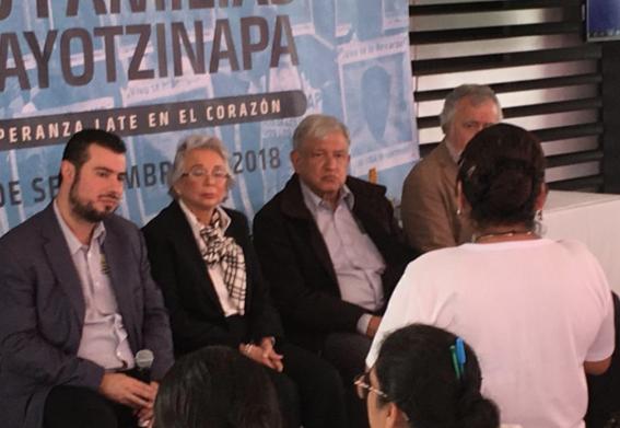 amlo se reune con padres de 43 normalistas ayotzinapa 2