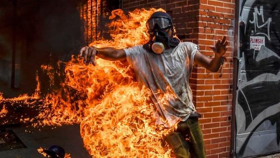 hombre en llamas 1