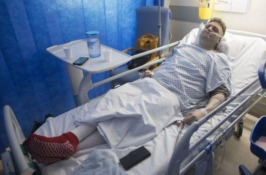 andrew wardle hombre con pene bionico cae en coma 1