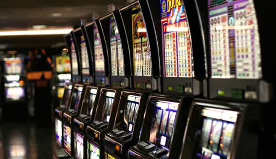 gobierno pena nieto da permiso casino a tv azteca 3