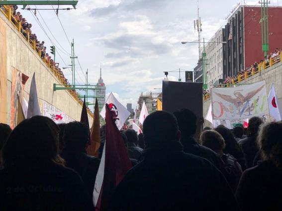 miles de mexicanos marchan 50 anos 2 de octubre 1968 6