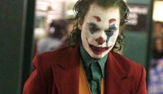 the joker nueva imagen cita romantica domino deadpool 1