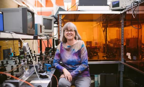 donna strickland ganadora del premio nobel de fisica 5