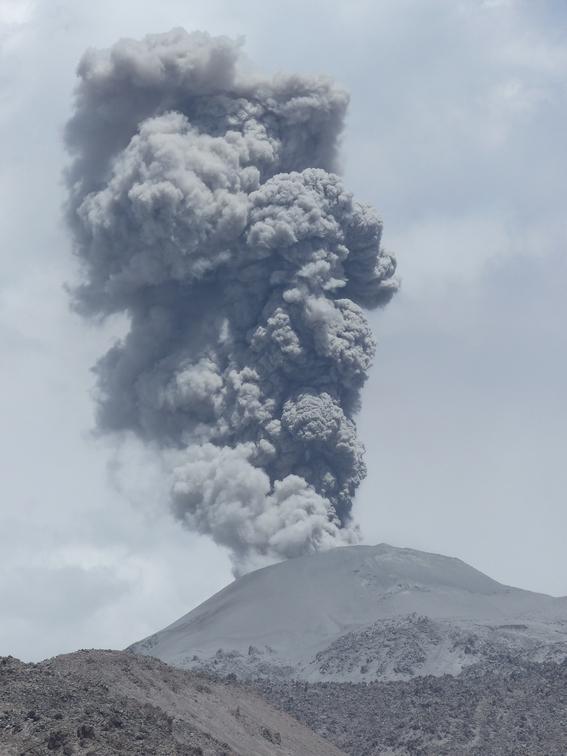 por que hacen erupcion los volcanes 1