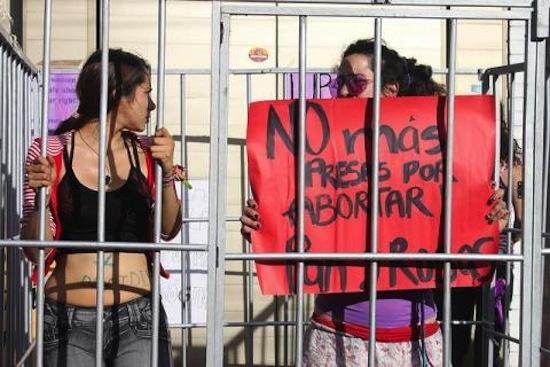 nuevo gobierno propone amnistia a mujeres presas por abortar 1
