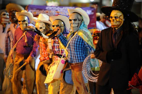tradiciones extranas del dia de muertos 4