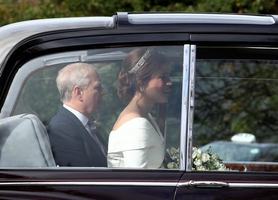 princesa eugenie de york boda real con jack brooksbank 3