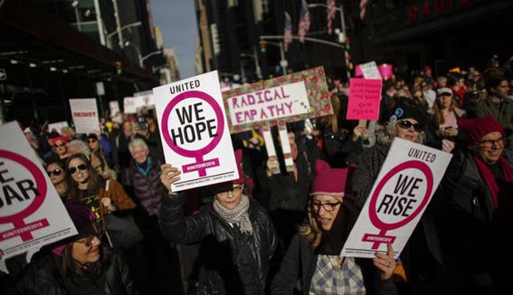 manifestacion contra la politica antimujeres de trump en chicago 2