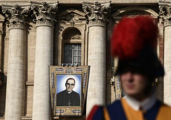 papa francisco declara santos pablo sexto y arnulfo romero 1