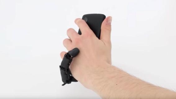 mobilimb dedo robotico que acaricia tu mano mientras usas celular 2